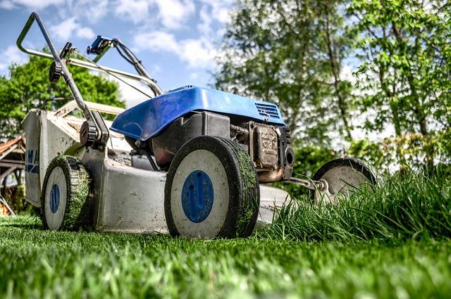 lawnmower-384589_640